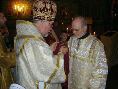 Mgr Gabriel remet le double orarion au Père diacre Joseph (16 janvier 2005)