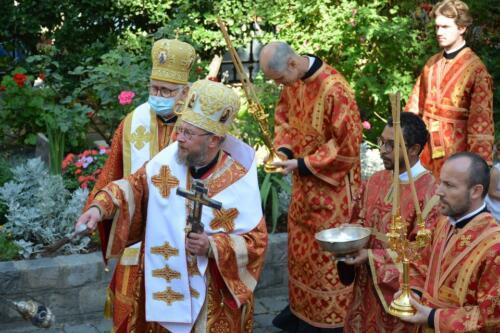 La procession avec Bénédiction de Mgr Elisée